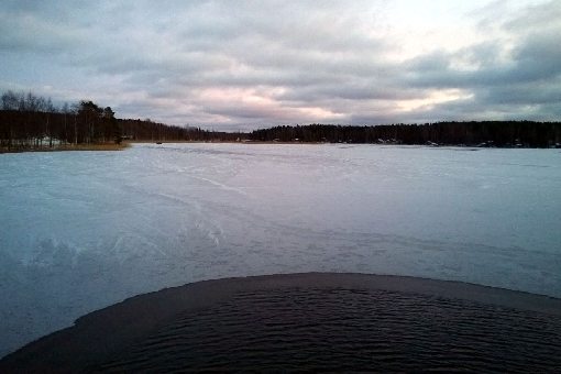 Small lakes and bay waters are freezing – ice fishing season starts soon also in the Finnish Lake District