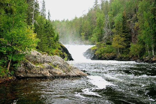 Jyrävä waterfall, River Kitka.