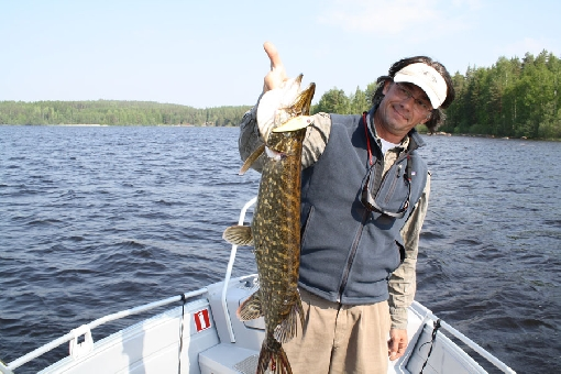 The meandering water area fascinates pike anglers.
