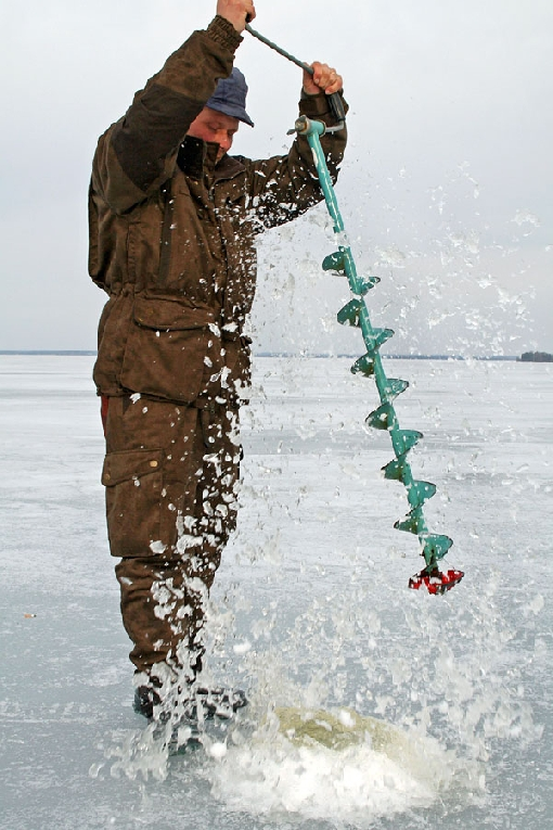 It is easy to drill a hole in the ice with a good ice auger.